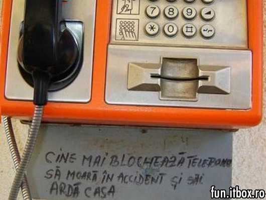 telefonul public